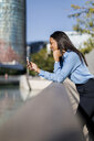 Businesswoman using smartphone - MAUF01841