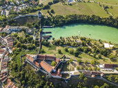 Germany, Bavaria, Burghausen, city view of old town and castle, Salzach river - JUNF01544