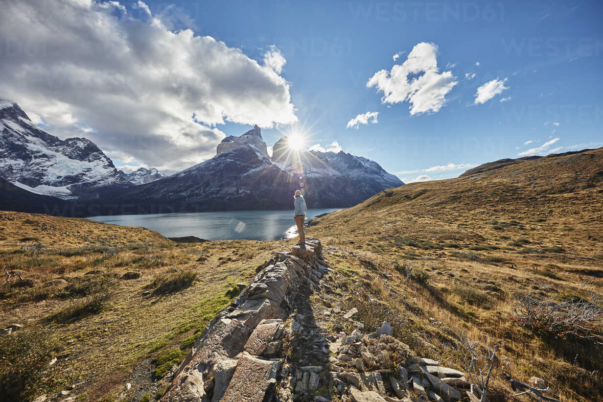 Chile, Torres del Paine National park, woman standing on rock in front of Torres del Paine massif at sunrise - SSCF00286 - Stefan Schütz/Westend61