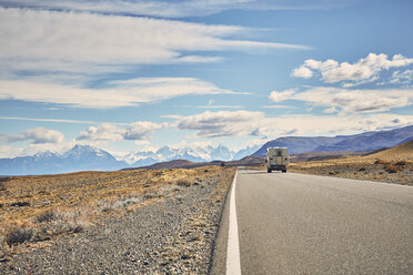 Argentina, Patagonia, El Chalten, camper on road towards Fitz Roy - SSCF00298