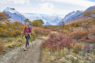 Argentina, Patagonia, El Chalten, woman hiking at Cerro Torre in Los Glaciares National park - SSCF00304