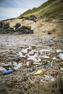 Denmark, North Jutland, plastic pollution on the beach - REAF00501