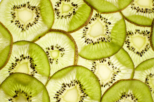Slices of kiwi, close-up - KSWF02010