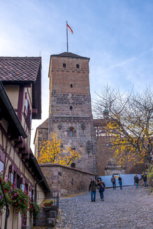 Germany, Bavaria, Nuremberg, Nuremberg Castle in autumn - MH00490