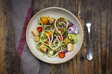 Bowl of zoodles with fried tofu, red quinoa, red onions and tomatoes - LVF07589