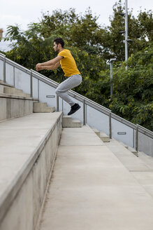 Young man during workout jumping on step - MAUF01871