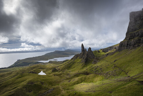 UK, Scotland, Inner Hebrides, Isle of Skye, Trotternish, Old Man of Storr - ELF01980