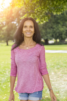 Portrait of relaxed mature woman in a park in summer - JUNF01584