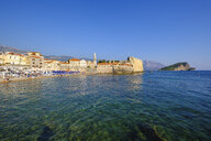 Montenegro, Adriatic Coast, Budva, Old town and city beach - SIE08195