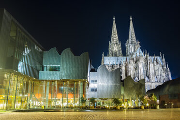 Germany, Cologne, view to lighted Museum Ludwig and Cologne Cathedral by night - DASF00079