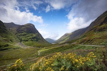 Großbritannien, Schottland, Highlands, Blick durch das Glen Coe - ELF01987