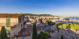 France, Provence-Alpes-Cote d'Azur, Cannes, View from old town to marina - WDF04932