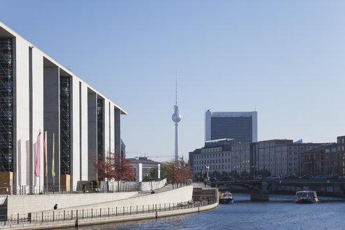 Germany, Berlin, Regierungsviertel, Marie-Elisabeth-Lueders-Building at Spree river and TV Tower Berlin in the background - GWF05702