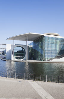 Germany, Berlin, disctrict Mitte, Marie-Elisabeth-Lueders-Building at Spree river - GWF05705
