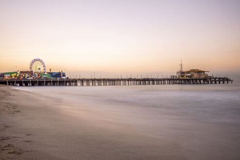 USA, California, Santa Monica, pier with Ferris wheel at twilight - DAWF00876