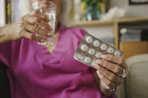 Senior woman taking medication - FSIF03602