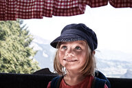Portrait of a smiling young girl wearing a hat - INGF10694