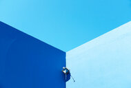 Low angle view of blue walls under a blue sky with copy space in Greece - INGF10724