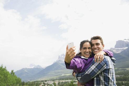 Couple talking selfie near mountains - HEROF01747