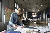 Creative businesswoman working in office - HEROF01825