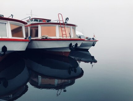 Boats moored in the sea on a foggy day - INGF10929
