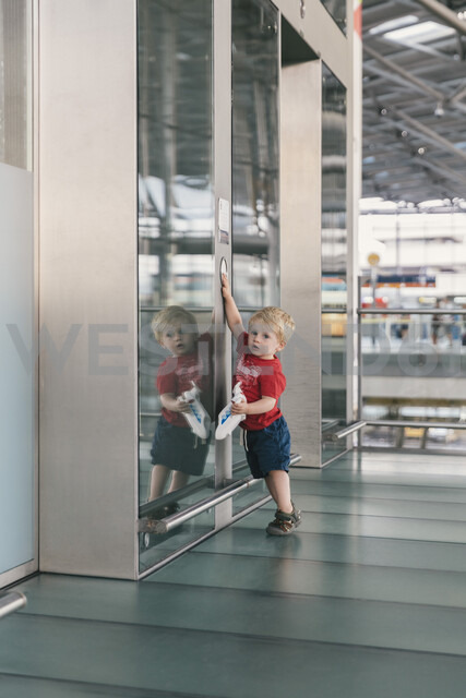 Little boy pushing elevator button at the airport - MFF04726