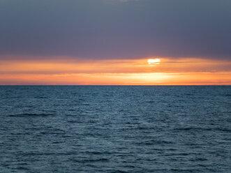 Italien, Kampanien, Golf von Neapel, Neapel, Sonnenuntergang - AMF06509