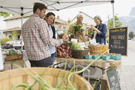 Couples shopping at farmers market - HEROF02183