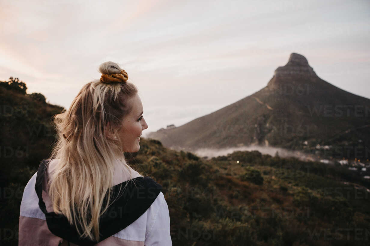 South Africa, Cape Town, Kloof Nek, smiling woman on a trip at sunset - LHPF00308 - letizia haessig photography/Westend61