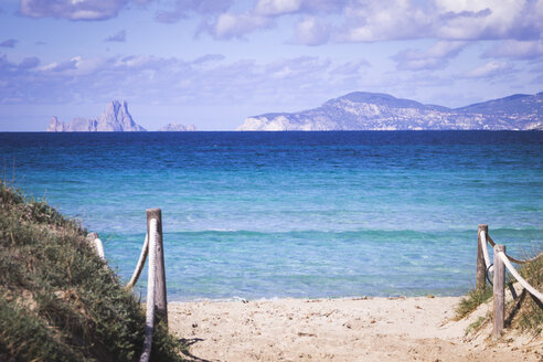 Es Vedra, Island in front of Ibiza, seen from Playa de Llevant, Formentera - CMF00873