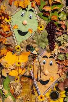 Autumnal decoration with kites, autumn leaves and plastic grapes - CHPF00525