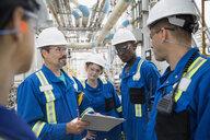 Workers meeting at gas plant - HEROF02352