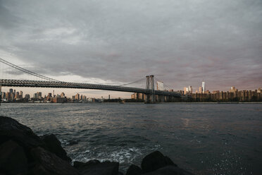 USA, New York, New York City, View to Brooklyn and Manhattan Bridge in the morning light - LHPF00326