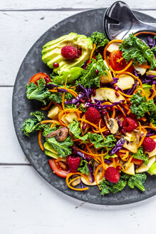 Kale avocado salad with red cabbage, tomato, fried mushroom, carrot, apple and raspberry - SARF04037