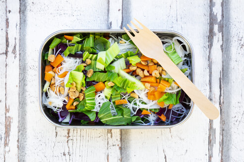 Lunch box, glass noodle salad with pak choi, carrot, red cabbage and - LVF07622