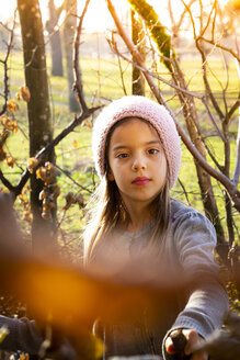 Young girl with woolly hat in autumn - LVF07629