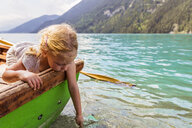 Austria, Carinthia, Weissensee, girl in rowing boat putting her hand in the water - AIF00568