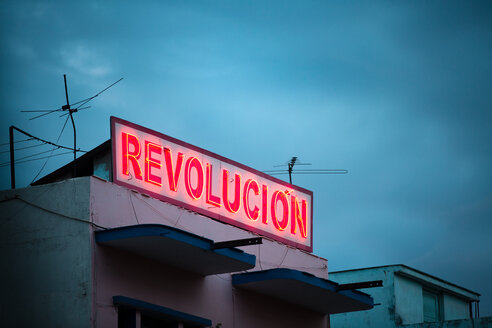 Revolution red neon sign in Cuba - INGF11612
