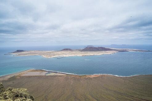 Spain, Canary Islands, Lanzarote, view to La Graciosa - RUNF00596