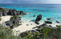 Bermuda, Rocky cliffs and beach, turquoise water - RUNF00648