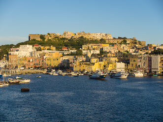 Italy, Campania, Naples, Gulf of Naples, Procida Island, town in the morning light - AMF06607