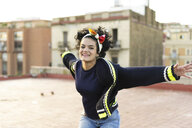 Portrait of happy young woman having fun in the city - ERRF00424