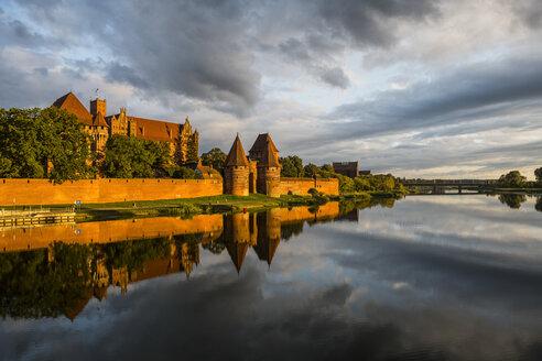 Poland, Malbork Castle at River Nogat in the evening light - RUN00759