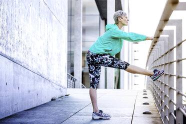 Berlin- Reichstagsufer, People Lifestyle Shooting, weibliches Best Ager Model, Thema Sport. Ethnie: Deutsch - VWF00038