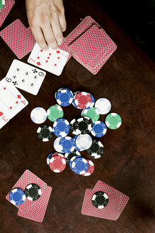 Directly above shot of gambling chips and playing cards on table - ASTF00785