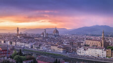 Italy, Tuscany, Florence, Cityscape with Ponte Vecchio at sunrise - RPSF00263
