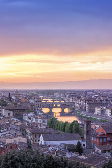 Italy, Tuscany, Florence, Cityscape with Ponte Vecchio at sunrise - RPSF00266
