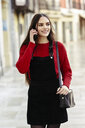 Portrait of fashionable young woman on the phone - JSMF00716