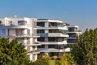 Germany, Ludwigshafen, Rheinufer Sued, new built multi-family houses at sunlight - WDF04995