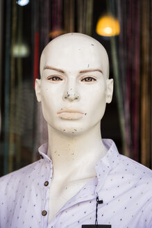 Scratched head of male display dummy - SKAF00134